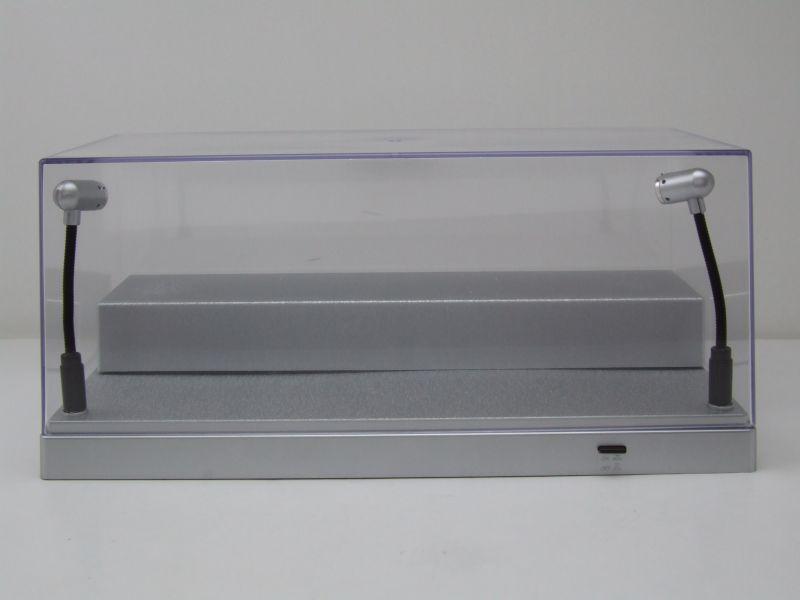 klarsichtbox vitrine silber mit led beleuchtung f r 1 43 oder 1 24 modelle triple9 23 95. Black Bedroom Furniture Sets. Home Design Ideas