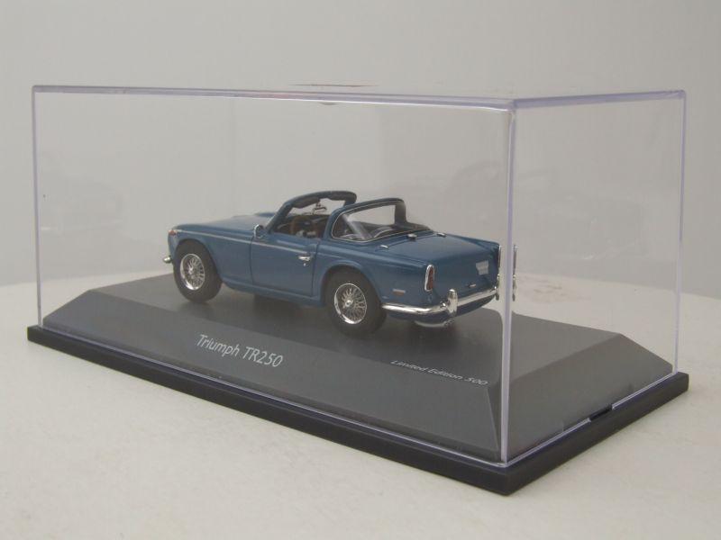 Triumph TR250 Roadster blau Modellauto 1:43 Schuco