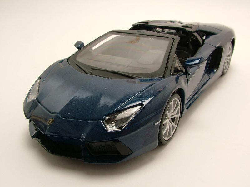 Modellauto Lamborghini Aventador LP700 4 Roadster Blau