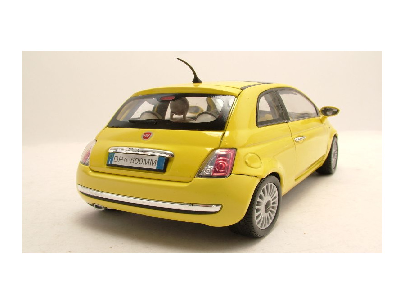 fiat 500 2007 gelb modellauto 1 18 motormax 36 95. Black Bedroom Furniture Sets. Home Design Ideas